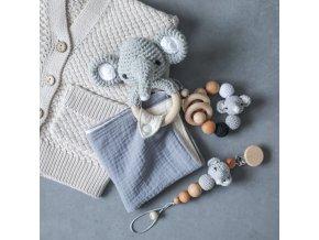 Bábätko - darček pre bábätko - cumlík - krásna háčkovaná sada s hrkálkou pre bábätká - výpredaj skladu