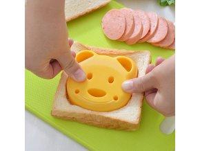 kuchyne - detské vykrajovátko na jedlo v tvare medveďa - silikónové formičky - varenie - medveď