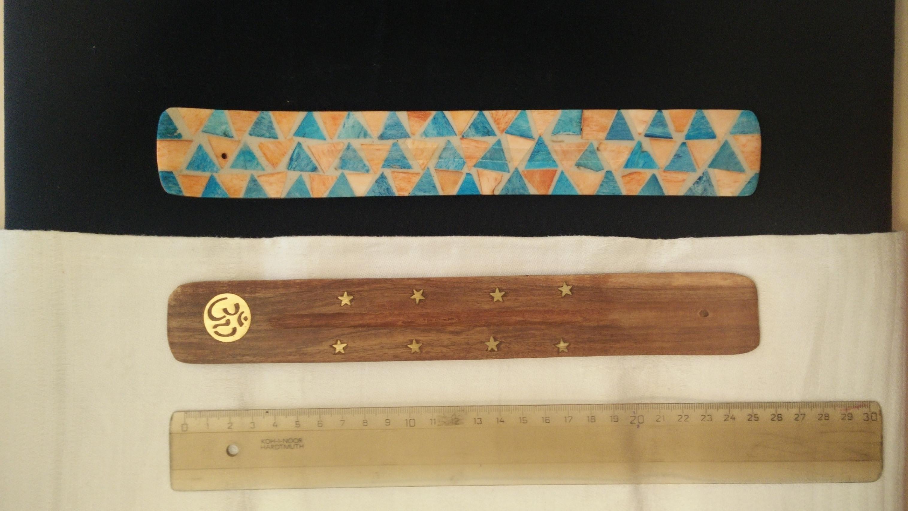 Svícny, stojánky, dózičky provedení - vzhled, materiál: dřevo - s mosaznými hvězdičkami
