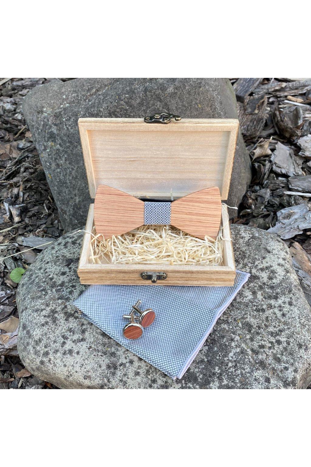 Dřevěný motýlek Oscar