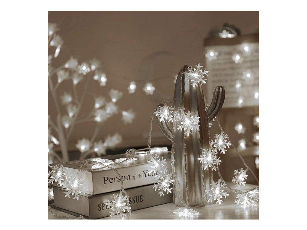 Vnitřní LED vánoční řetěz se sněhovými vločkami, studená bílá, 6m+1,5m, 50 LED diod