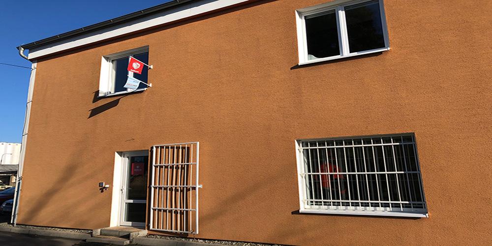 Prodejna tonerů do tiskárny Uherský Brod, na Vazové 2511. Vchod je z boku.
