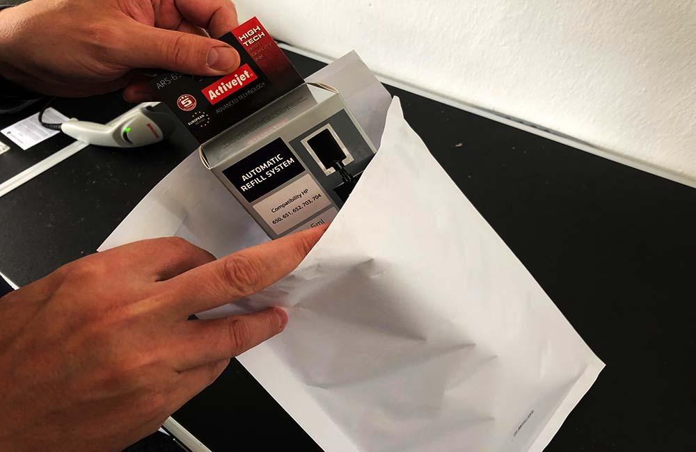 balení náplní do tiskáren