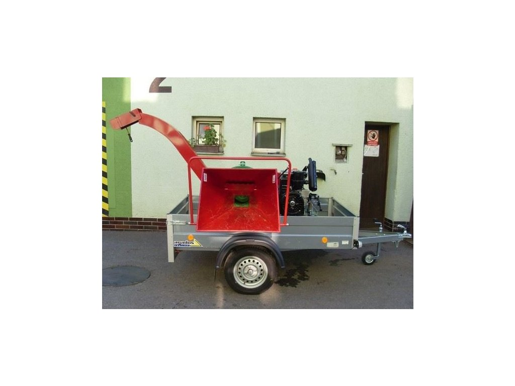 PIRBA- štěpkovač s dieslovým motorem Lombardini 32 HP na podvozku