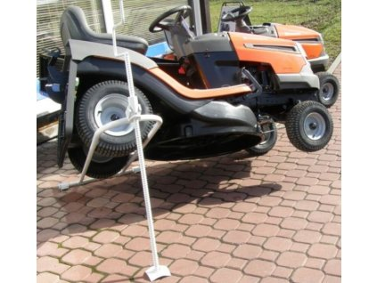 Šroubový zvedák na zahradní traktory