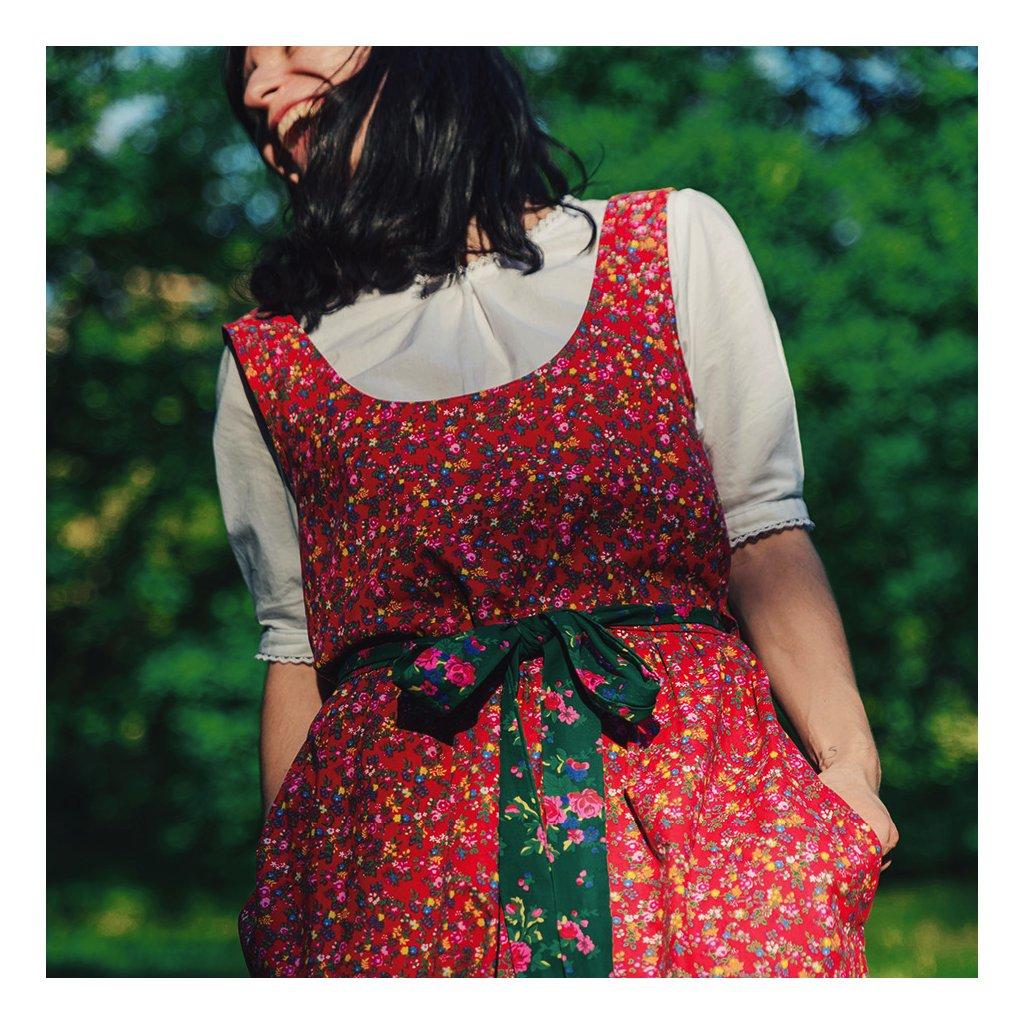 Šaty inspirované chodským krojem