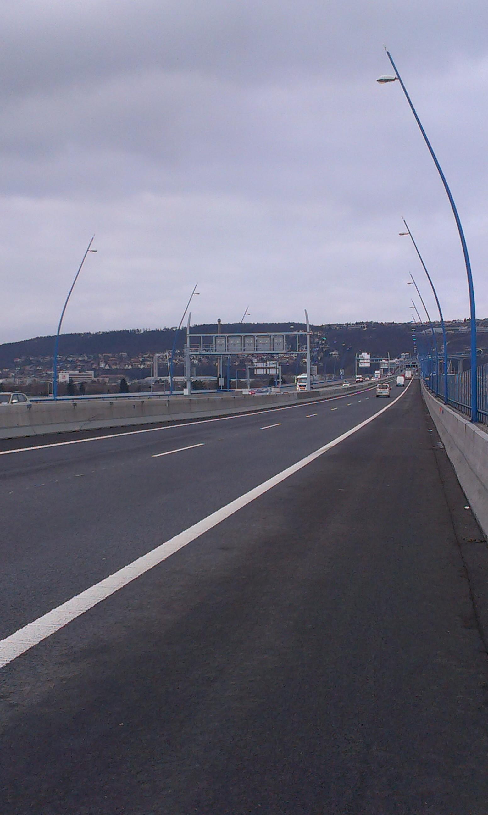 Dodávka stožárů na silniční okruh kolem Prahy