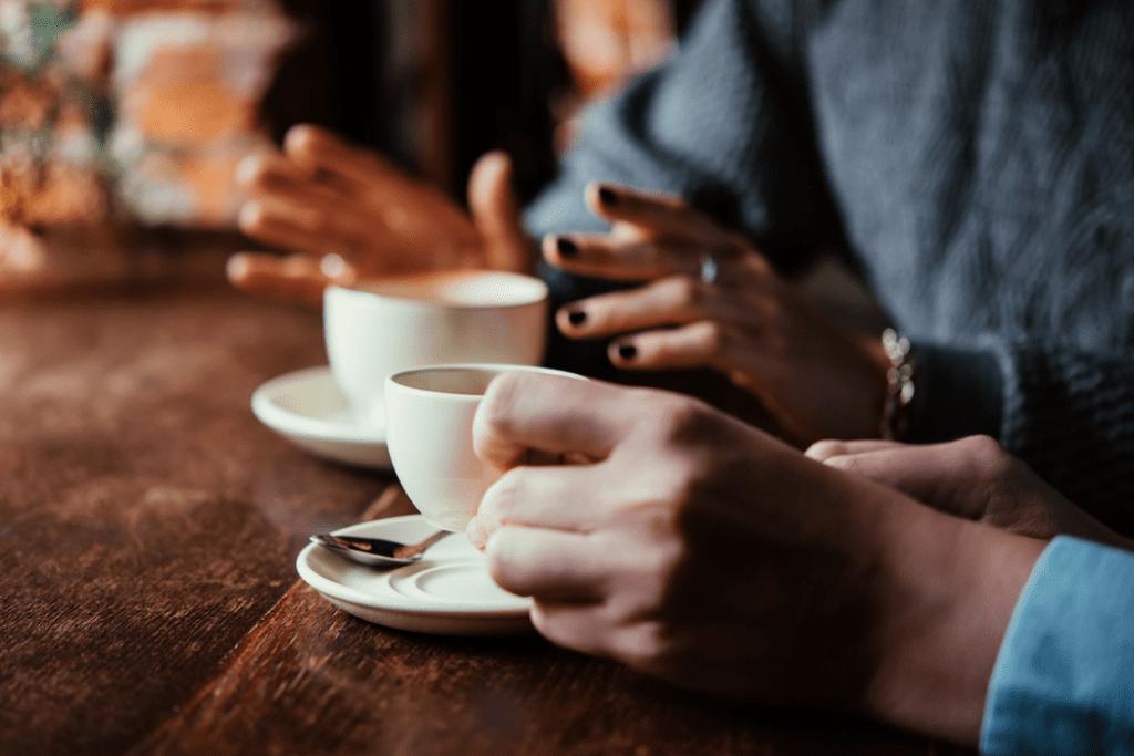 Káva způsobuje skvrny na zubech. Použijte Toothy!