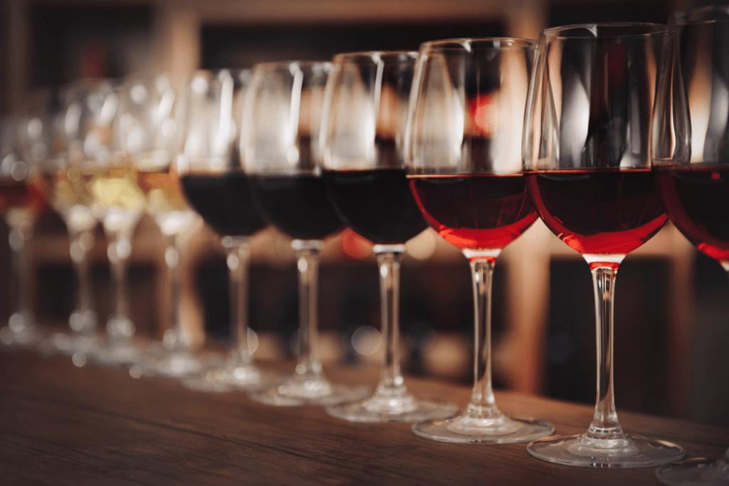 Víno způsobuje skvrny na zubech. Použijte Toothy!