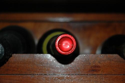 vino-jakostni-s-privlatkem-spravne-ulozene