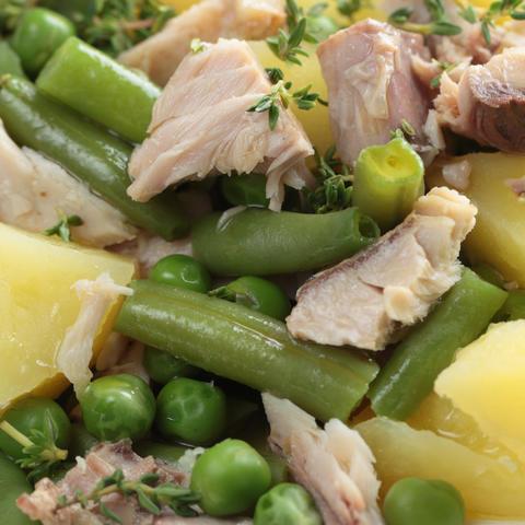 Salát z makrel s bramborami