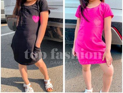 dětské šaty na modelce