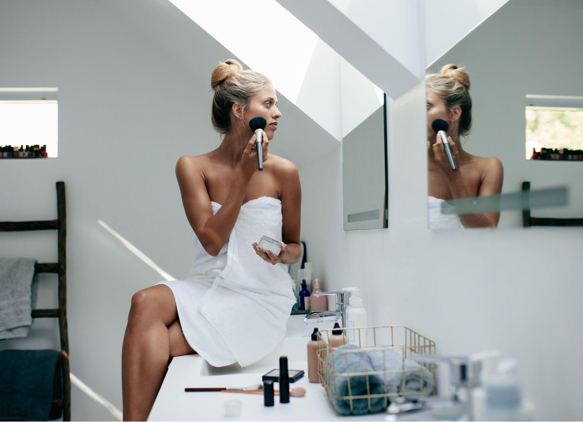 5 kroků, jak připravit pleť, aby na ní make-up vydržel celý silvestrovský večer