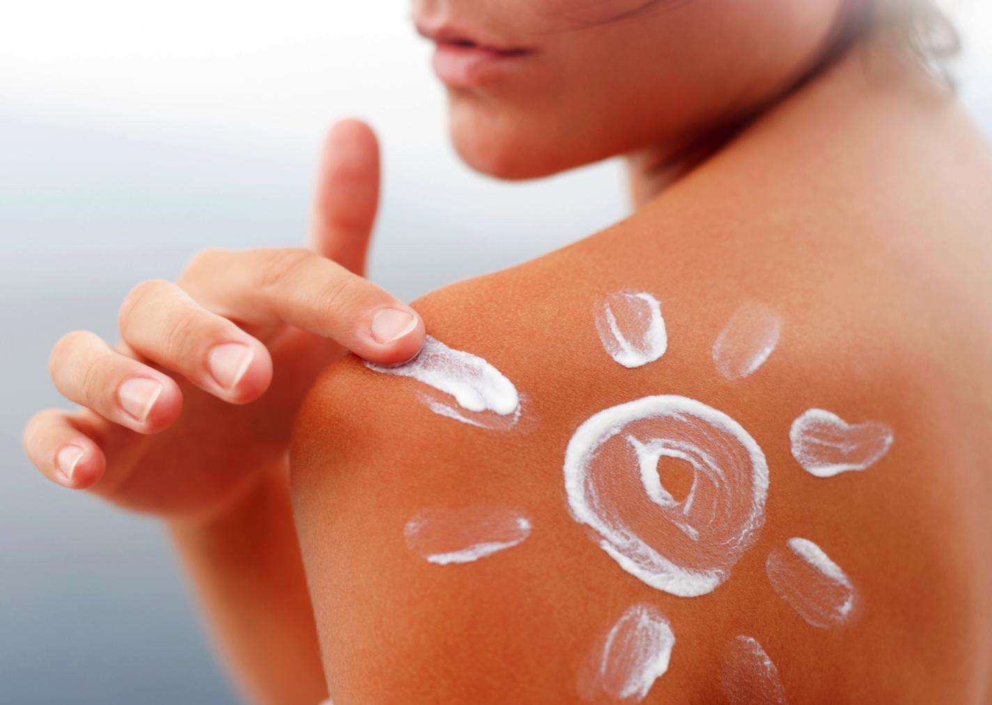 Tajemství bronzově opálené pokožky: Důležitý je správný výběr opalovacího krému