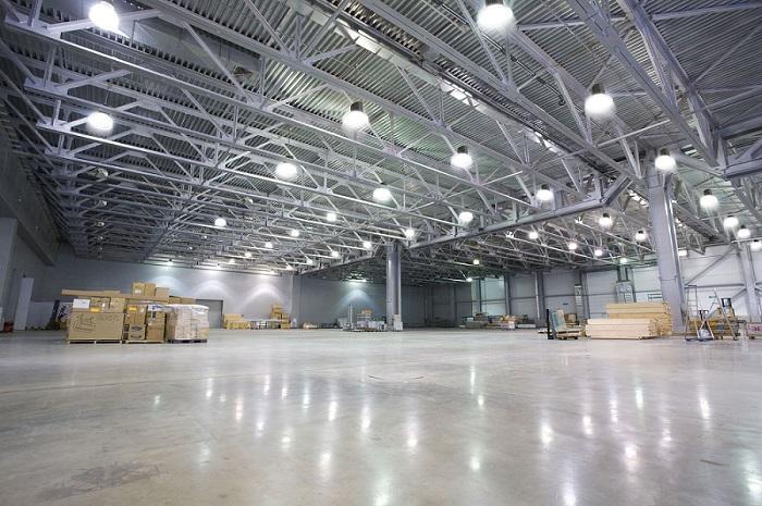 Průmyslové výrobní a skladové haly - výrobny, třídírny a sklady
