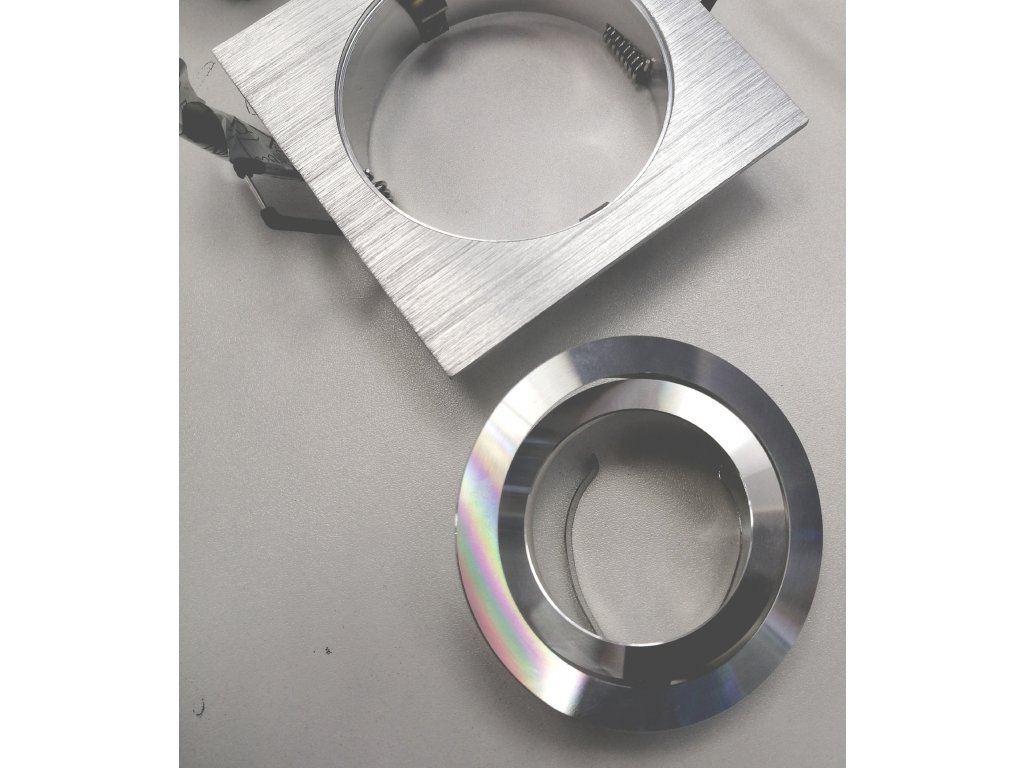 Bodové svítidlo čtverec do podhledu broušené leštěný hliník AL s pružinou čtvercové pro halogenové nebo LED žárovky MR16 GU10 objímka patice G5,3 do stropu sádrokartonu výklopné nastavitelné stríbrné lesklé barva