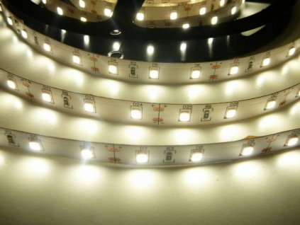 LED pásek PROFI 12V 12W vysoké podání barev CRI. Kvalitní a spolehlivý LED pásek do prodejny realné barvy. TopLux Osvětlení Praha skladem na prodejně