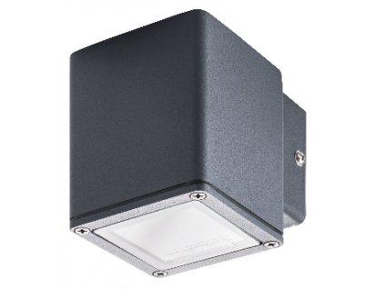Fasádní GORI EL 35 W je hliníkové svítidlo s paticí GU10 vhodné pro montáž na fasádu domu. Spokojenost jak po designové stránce, tak i po funkčnosti samotného svítidla. Díky vyššímu krytí IP44 s dokonale izolovanou svorkovnicí zajišťuje dostatečnou ochranu, tudíž je toto svítidlo vhodné do jakéhokoliv počasí. Díky důmyslné konstrukci vytváří rovnoměrný světelný kužel, který vrhá pod sebe, čímž je v noci dosaženo elegantního efektu i díky průsvitnému krytu na čelní straně svítidla který podtrhuje design celého světla. Barva světla záleží na zakoupené žárovce s paticí GU10, které můžete naleznout zde. Zářivka GU10 není součástí balení!. TopLux Praha skladem