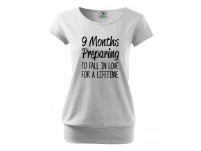 těhotenské tričko 9 měsíců přpravy k zamilování se na celý život. bílé