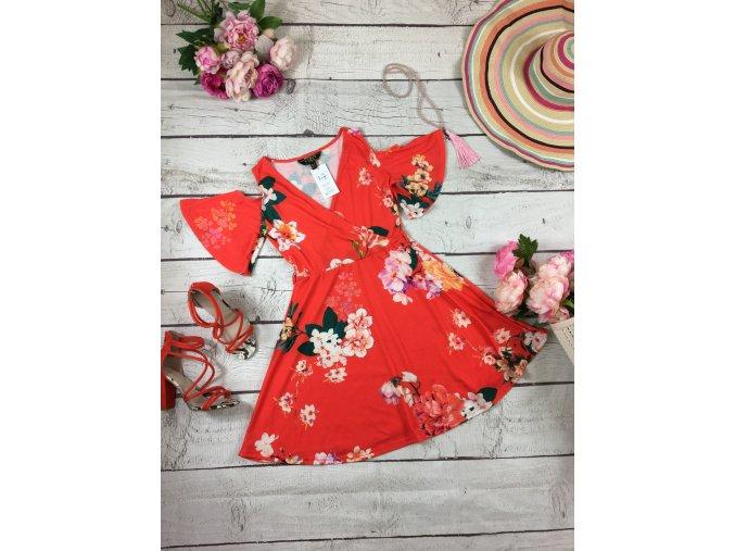 Oranžové šaty s květy