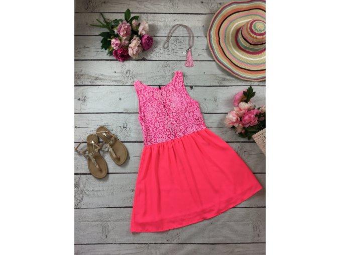 Růžové neonové šaty s krajkou