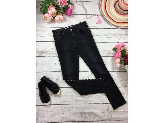 Černé kalhoty s hroty