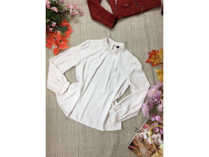 Bílá halenka s květovaným límcem F&F