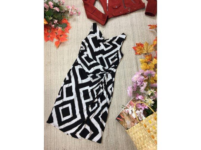 Černo-bílé šaty s uzlem