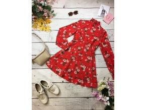 Červené šaty s květy