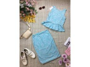 Světle modrá halenka se sukní