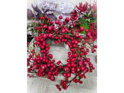 Venček z červených bobúľ - umelohmotná dekorácia