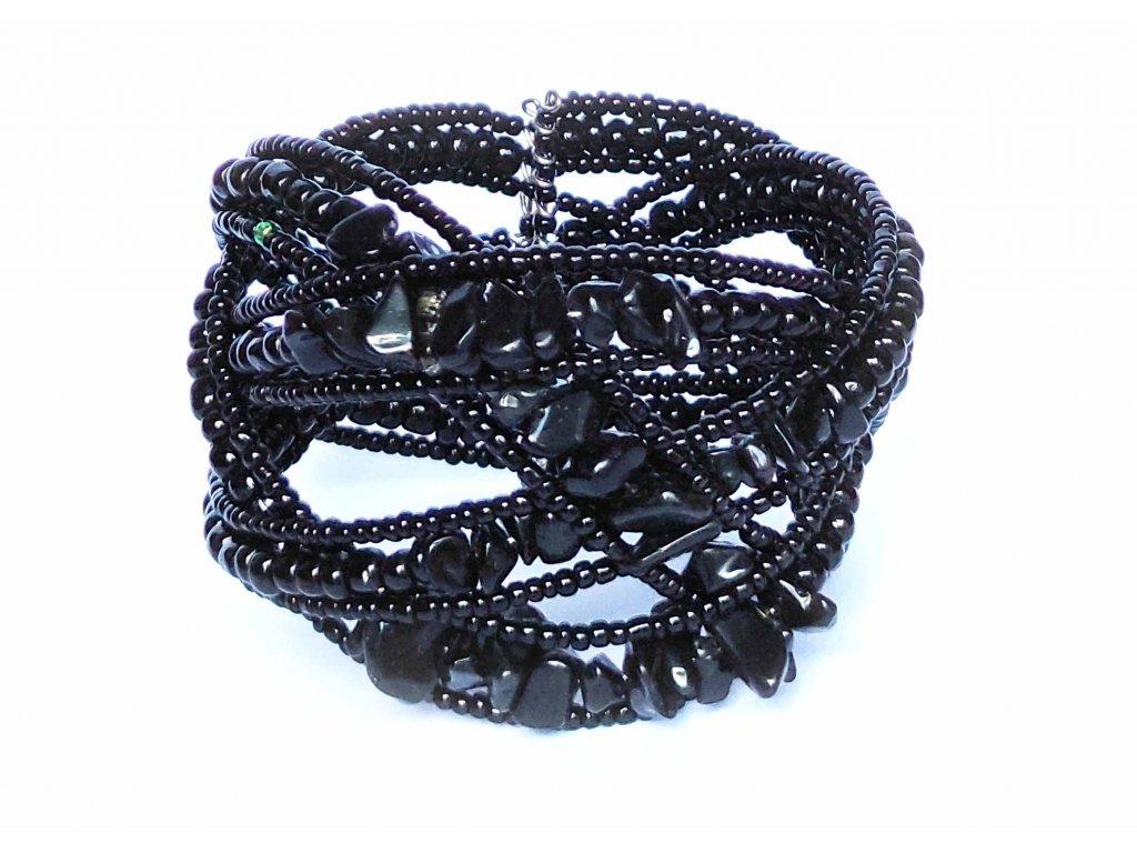 Korálkový náramek s kamínky černý