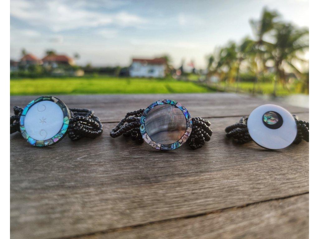 Korálkový náramek perleťové oko