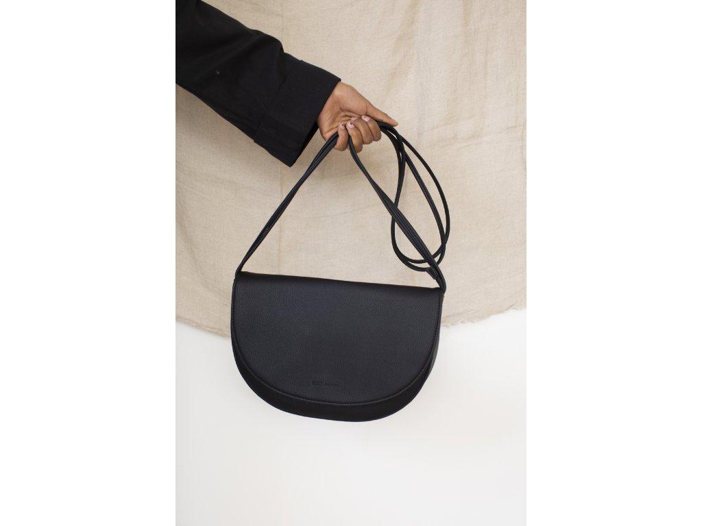 1601403 Monk & Anna style Soma halfmoon bag black 02