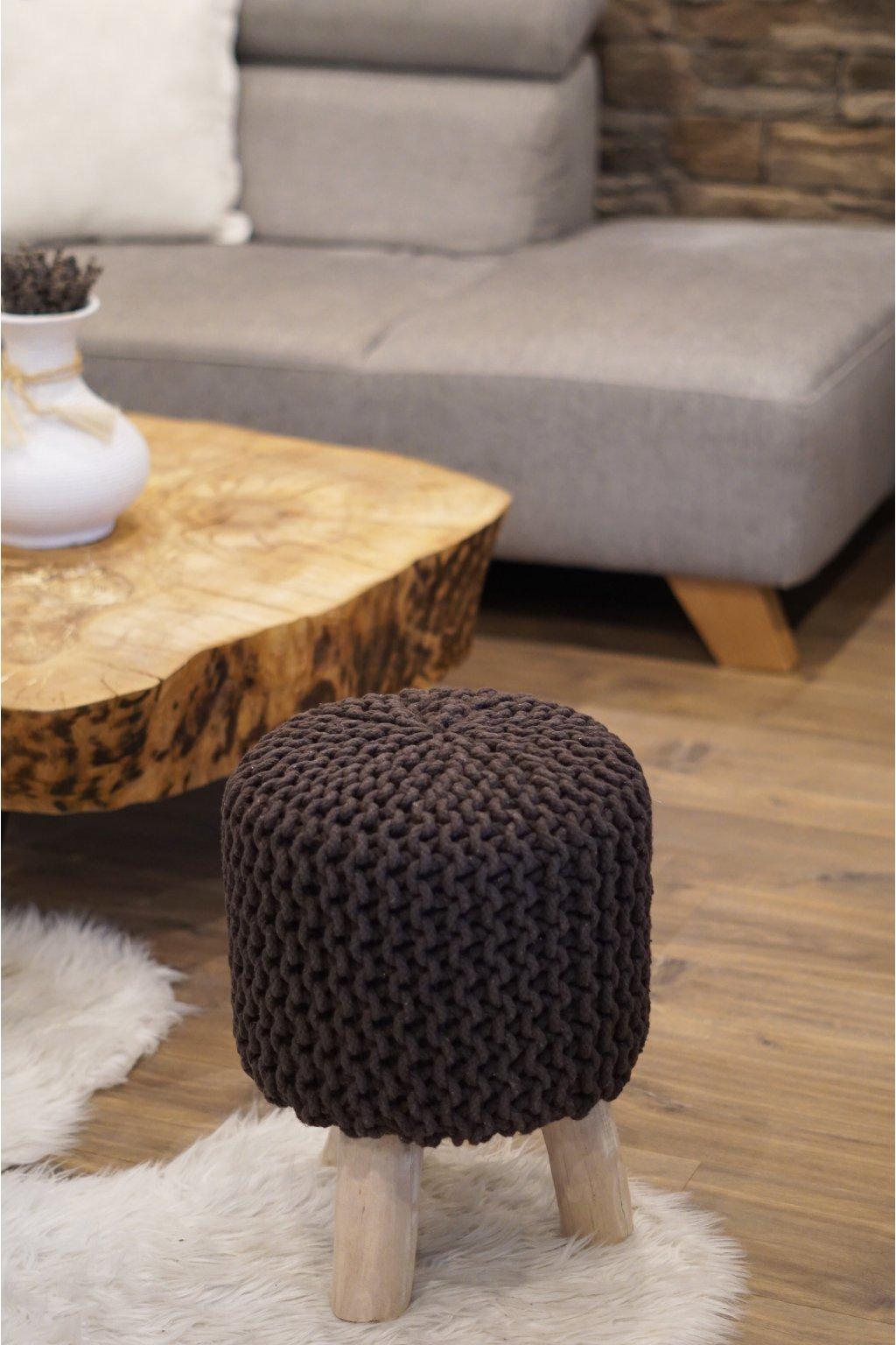 Masivní háčkovaná stolička hnědá