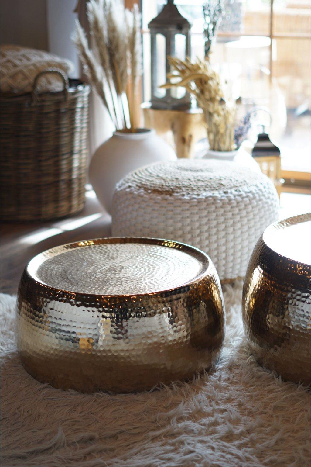 Konferenční stolek z tepaného hliníku zlatý 65 cm