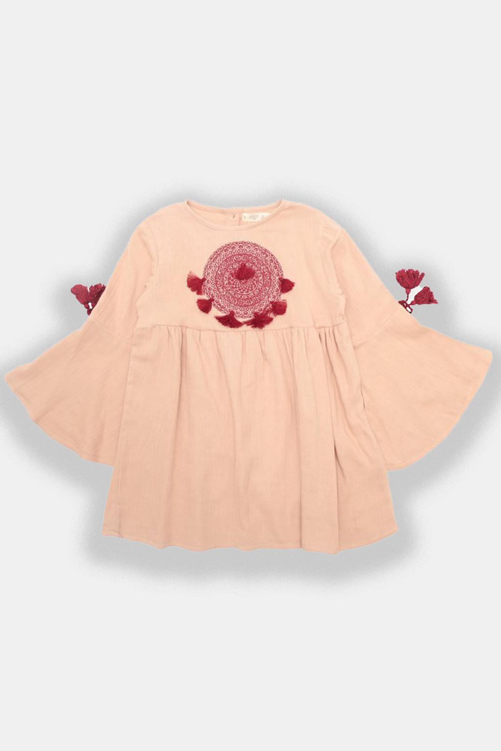 Moderní dívčí šaty
