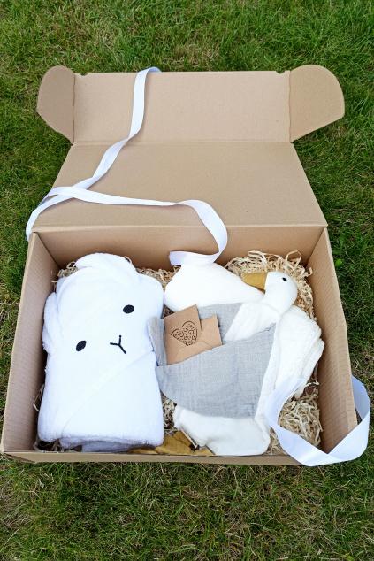 Dárek k narození ditěte bílá v krabici