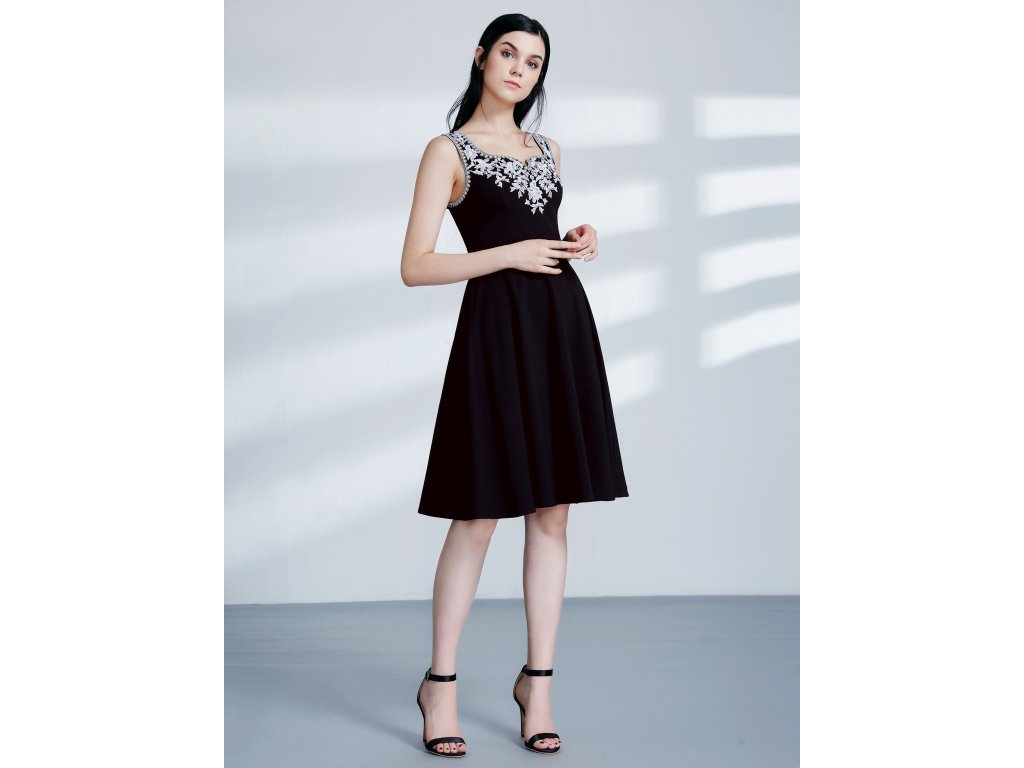 Krátké dámské šaty s výšivkou 4056 - trendy-obleceni.cz 796d8f8b8e0