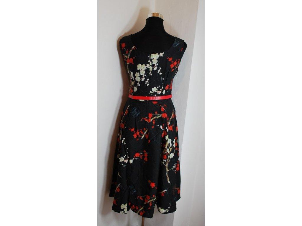 f32c379c66d A Letní šaty s květy černé retro styl + pásek - trendy-obleceni.cz