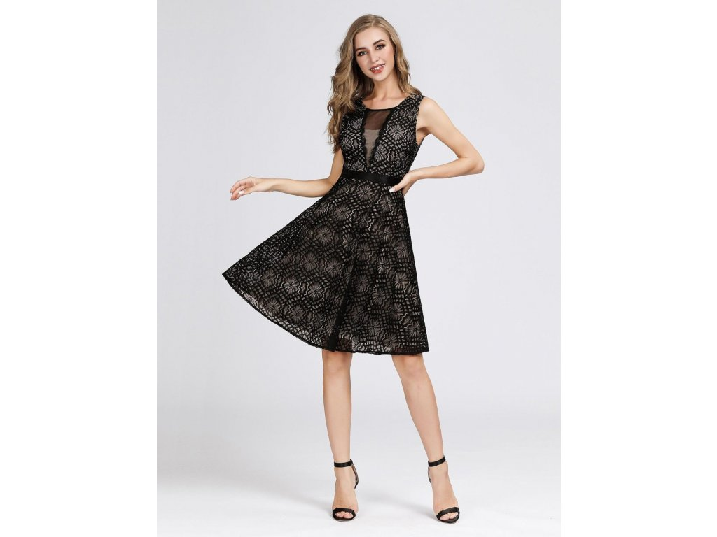 Krátké černé šaty s krajkou