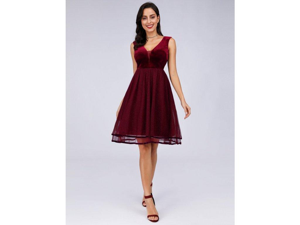 Krátké bordo šaty s tylovou sukní a sametovým vrškem