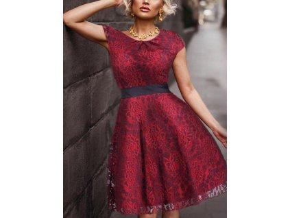 Krátké bordo šaty s krajkou