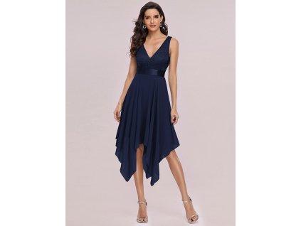 tmavě modré šaty s cípy krajka