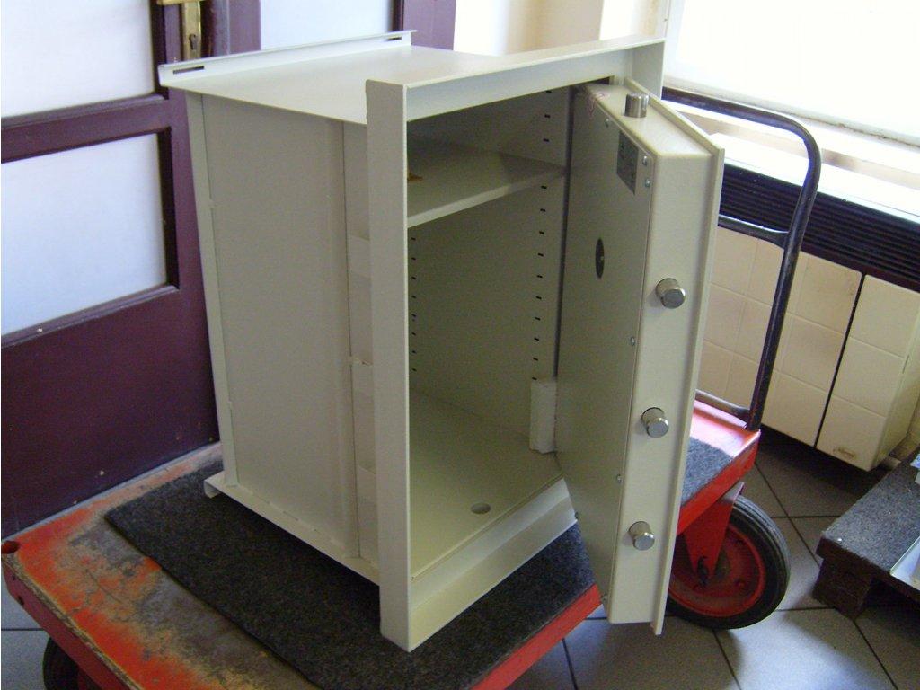Stěnový trezor ST 17 II E