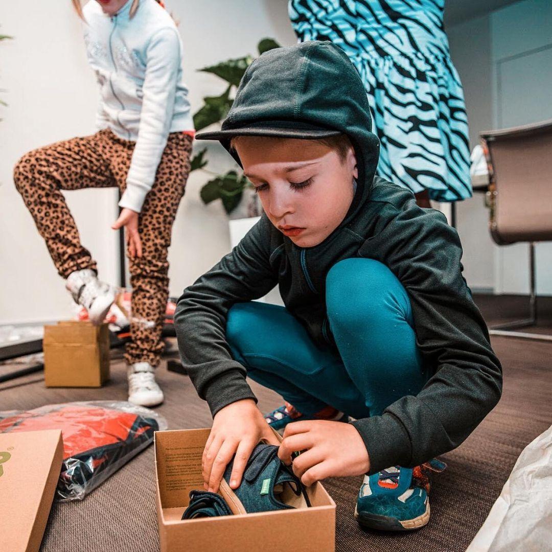 Cyklopřívěs, speciální botičky, cvičební pomůcky a poukaz na nákup sportovního vybavení pro Maxíka