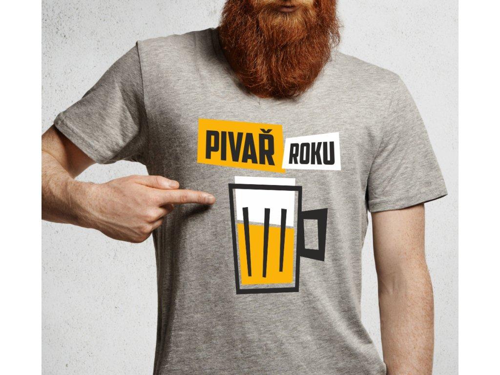 Pánské šedé tričko s motivem piva a nápisem Pivař Roku pro chlapa, tátu, dědu, bráchu
