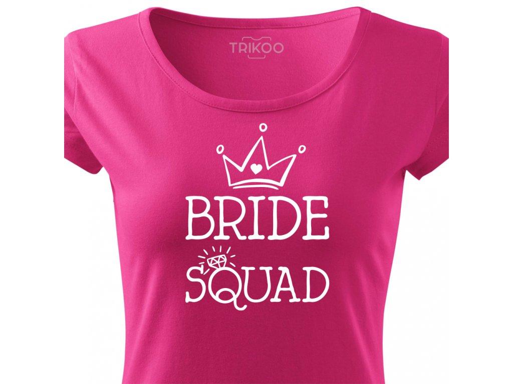 Dámské tričko na rozlučku se svobodou pro tým nevěsty BRIDE SQUAD HAND růžové bílý potisk detail