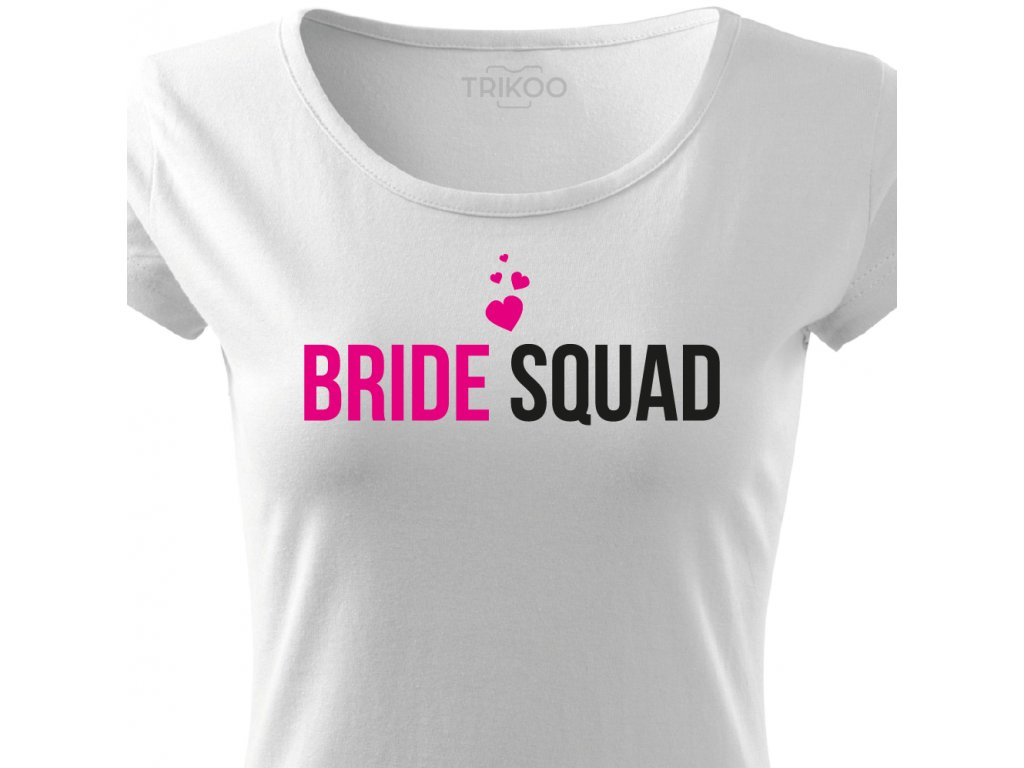 Dámské tričko na rozlučku se svobodou Tým nevěsty BRIDE SQUAD CLASSIC bílé se srdíčky černo růžový potisk detail