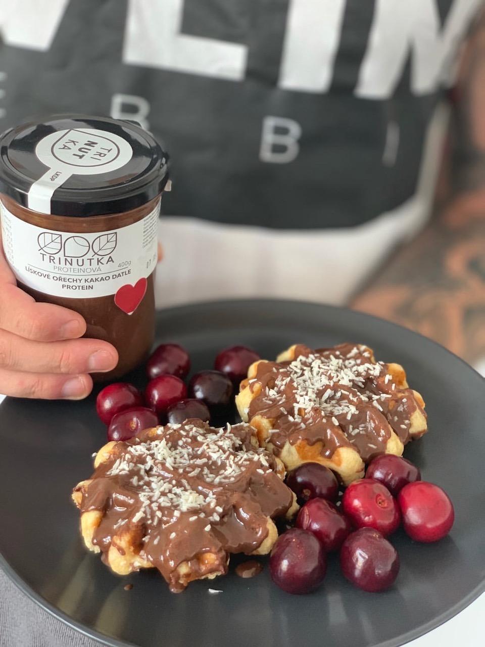 Fit vafle s třešněmi a proteinovou Trinutkou